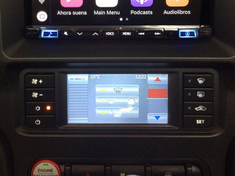 climatizador digital en Ford Mustang