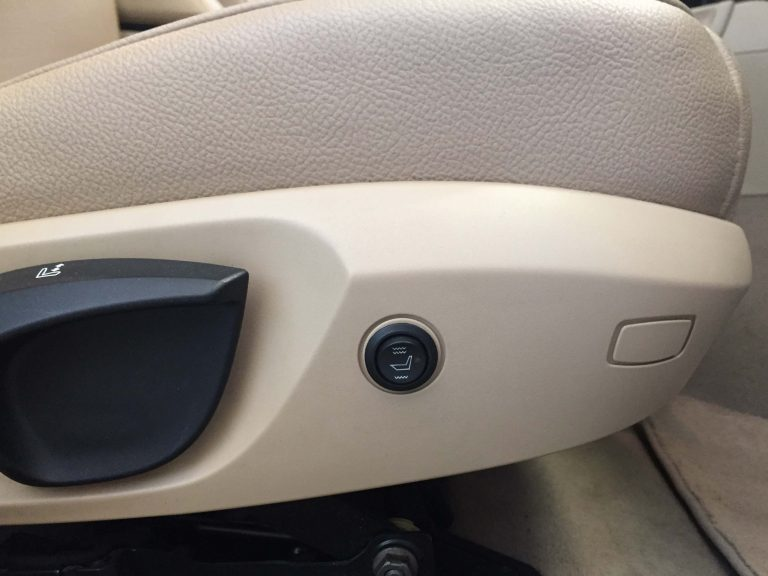 Asientos calefactables - botón accesible y discreto